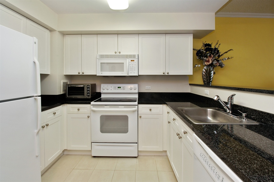 Real Estate Photography - 300 Mamaroneck Avenue #423, White Plains, NY, 10605 - Kitchen