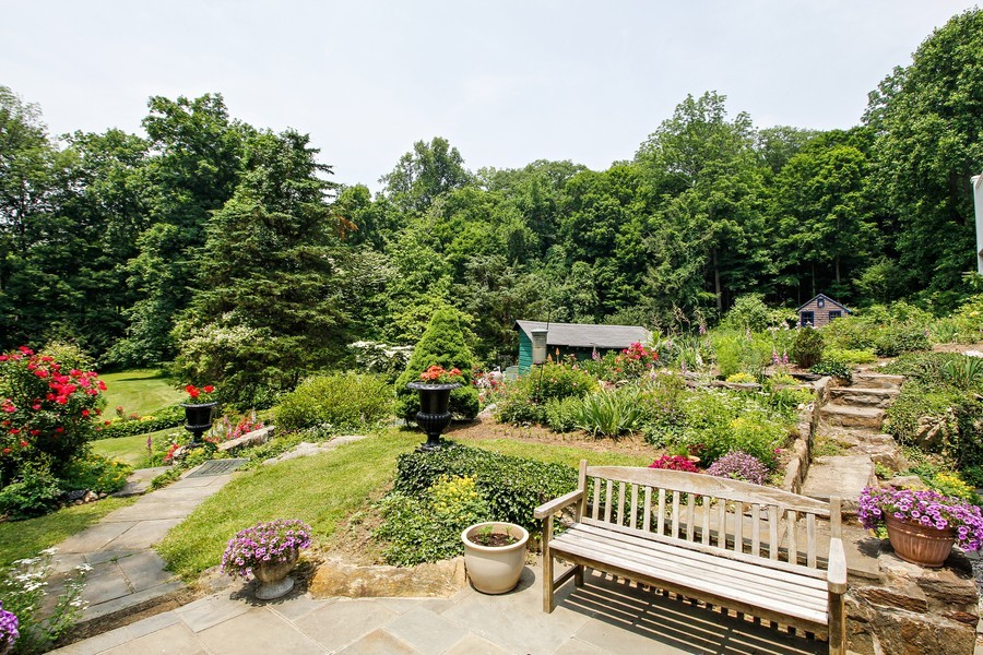 Real Estate Photography - 75 Glendale Rd, Ossining, NY, 10562 - Side Yard