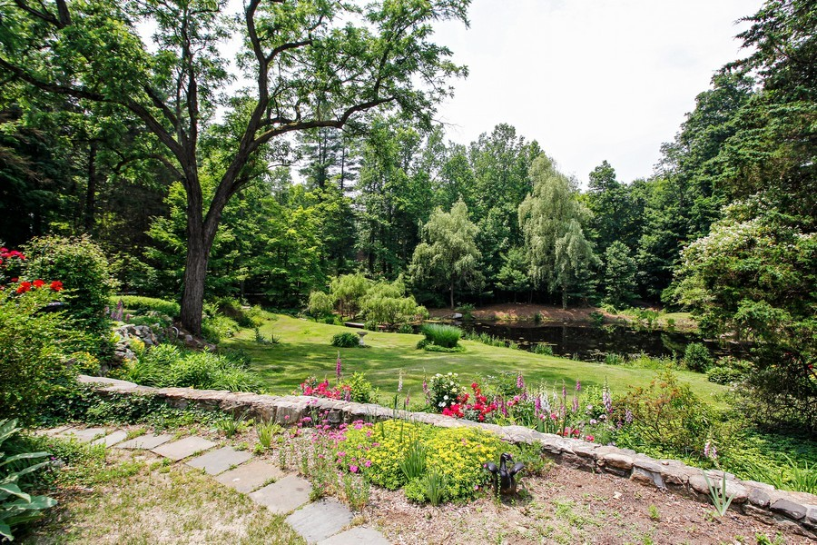 Real Estate Photography - 75 Glendale Rd, Ossining, NY, 10562 - Garden