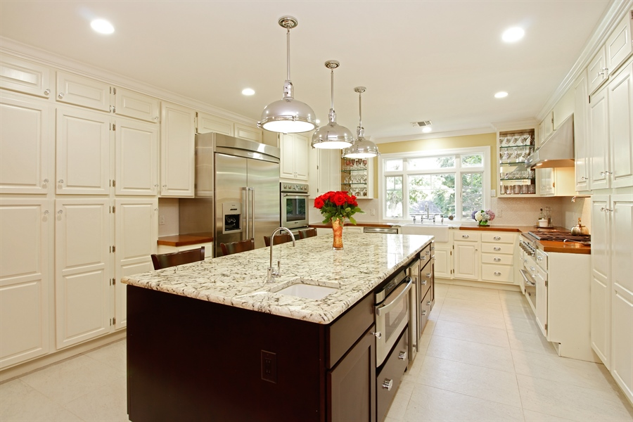 Real Estate Photography - 52 Truesdale Dr, Croton on Hudson, NY, 10520 - Kitchen / Breakfast Room