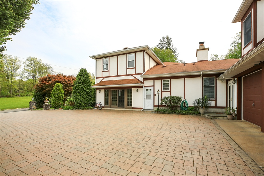 Real Estate Photography - 830 Kipling Dr, Yorktown Heights, NY, 10598 - Driveway