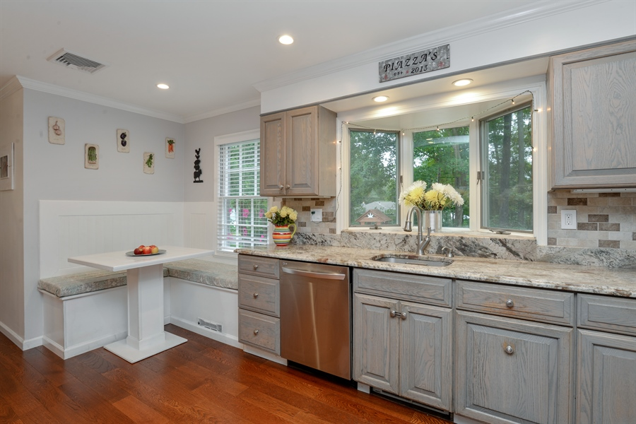 Real Estate Photography - 11 west meadow, Goldens Bridge, NY, 10526 - Large kitchen with breakfast nook