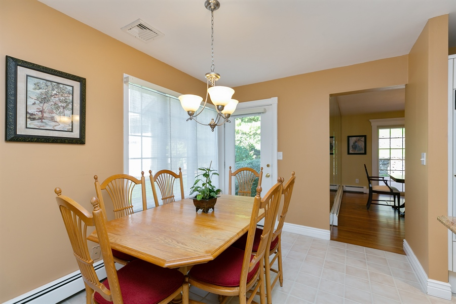 Real Estate Photography - 5 Elizabeth Ct, Briarcliff Manor, NY, 10510 - Kitchen / Breakfast Room