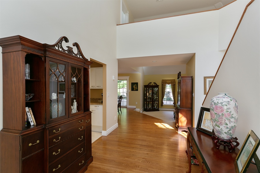 Real Estate Photography - 5 Elizabeth Ct, Briarcliff Manor, NY, 10510 - Foyer