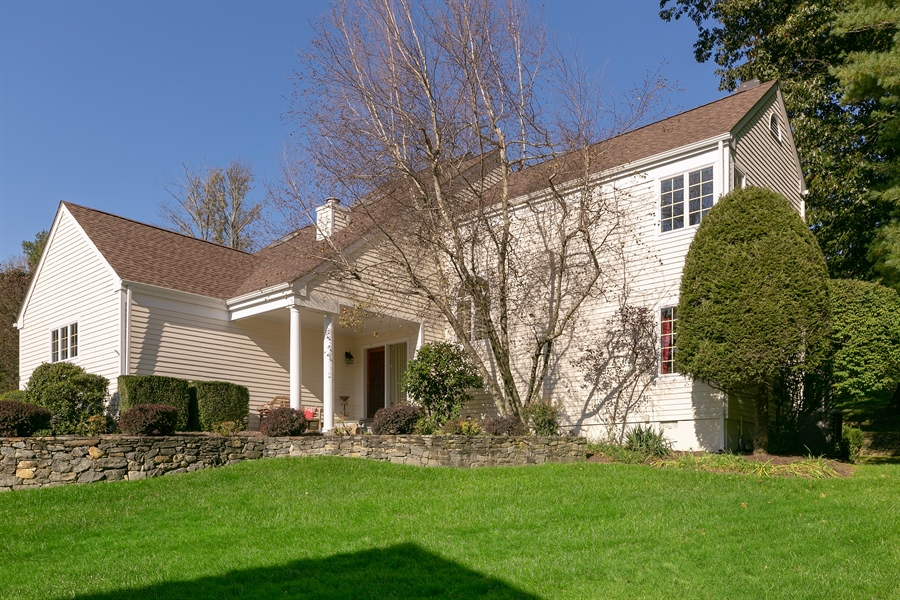 Real Estate Photography - 5 Elizabeth Ct, Briarcliff Manor, NY, 10510 - Front View