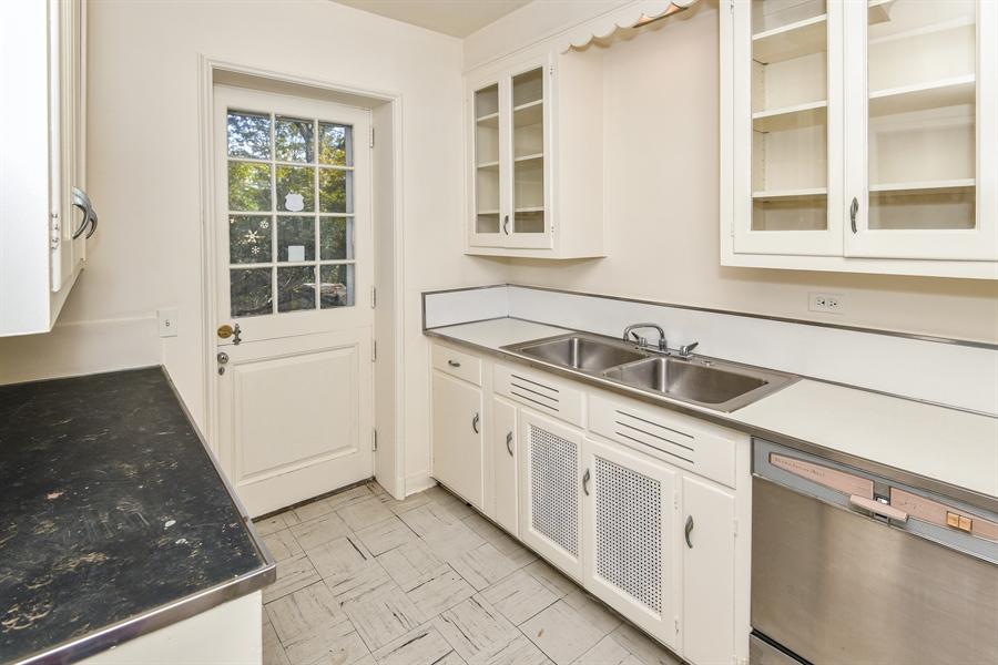 Real Estate Photography - 802 Old Kitchawan Road North, Ossining, NY, 10562 - Service Kitchen/Bar Area