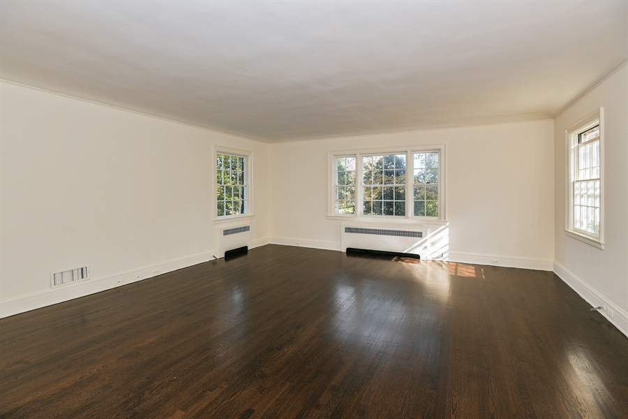 Real Estate Photography - 802 Old Kitchawan Road North, Ossining, NY, 10562 - Great Room