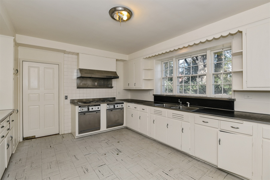 Real Estate Photography - 802 Old Kitchawan Road North, Ossining, NY, 10562 - Kitchen
