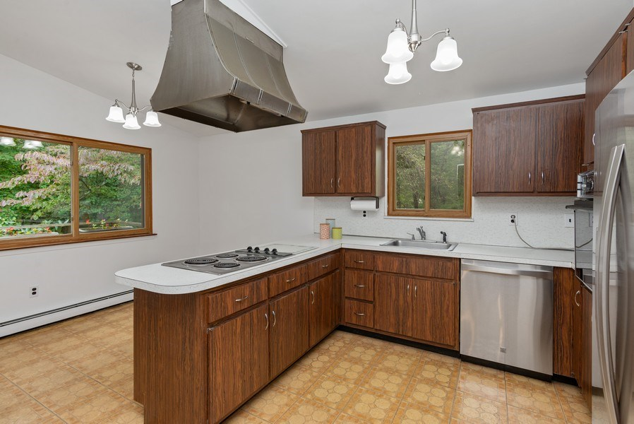 Real Estate Photography - 3 Morningside Ct, Ossining, NY, 10562 - Eat-in Kitchen w/stainless steel DW & Refrigerator