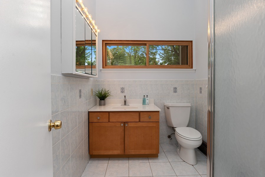 Real Estate Photography - 3 Morningside Ct, Ossining, NY, 10562 - Updated Hall Bathroom in MBR Wing