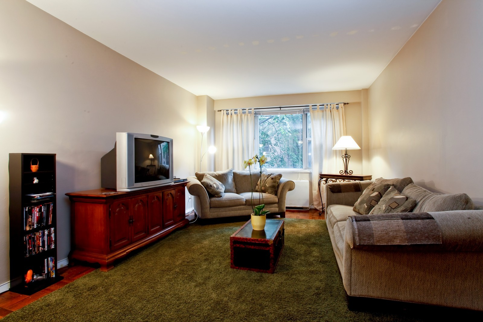 Real Estate Photography - 230 Garth Rd, Apt 2A1, Scarsdale, NY, 10583 - Living Room