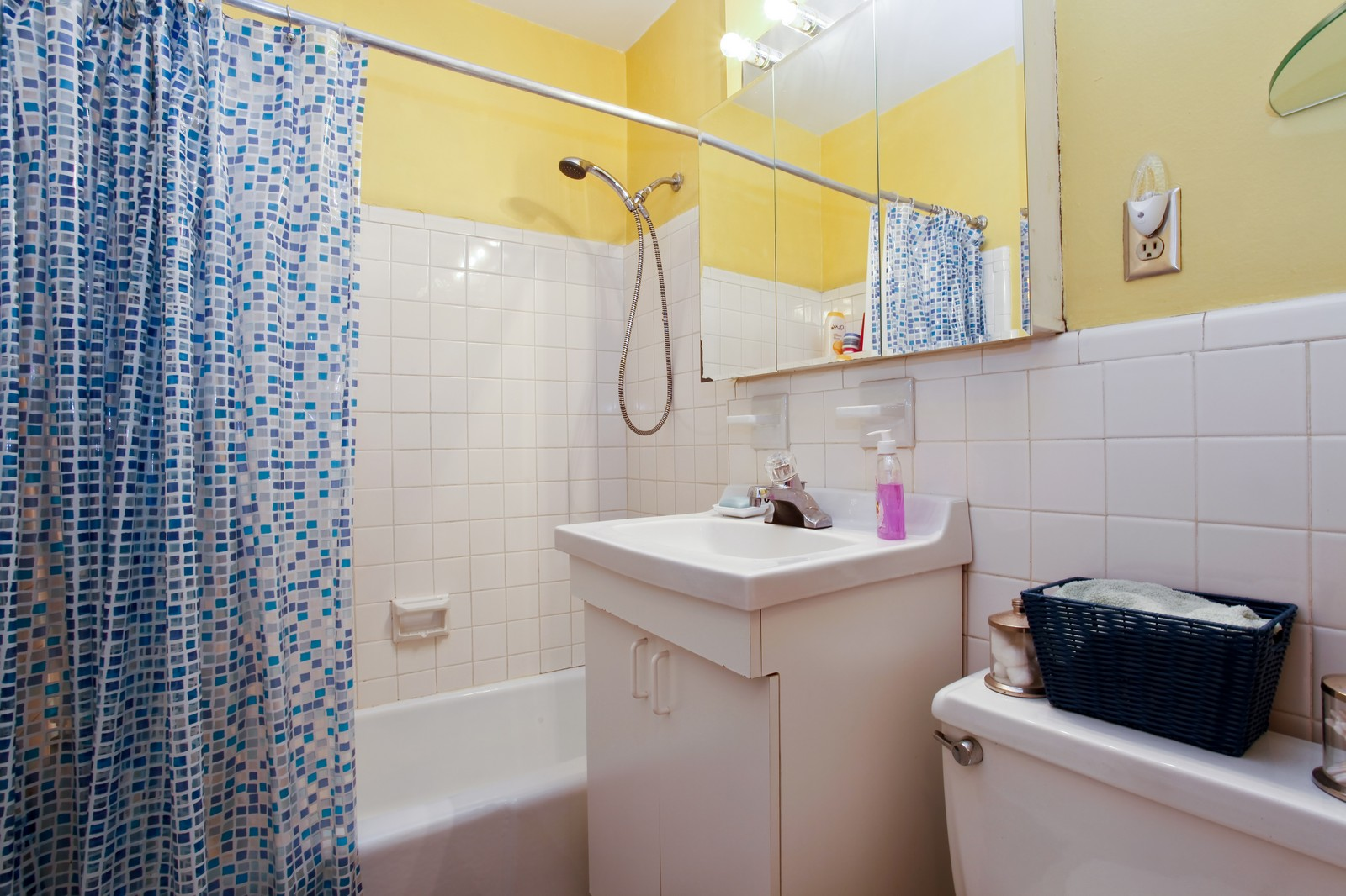 Real Estate Photography - 230 Garth Rd, Apt 2A1, Scarsdale, NY, 10583 - Master Bathroom