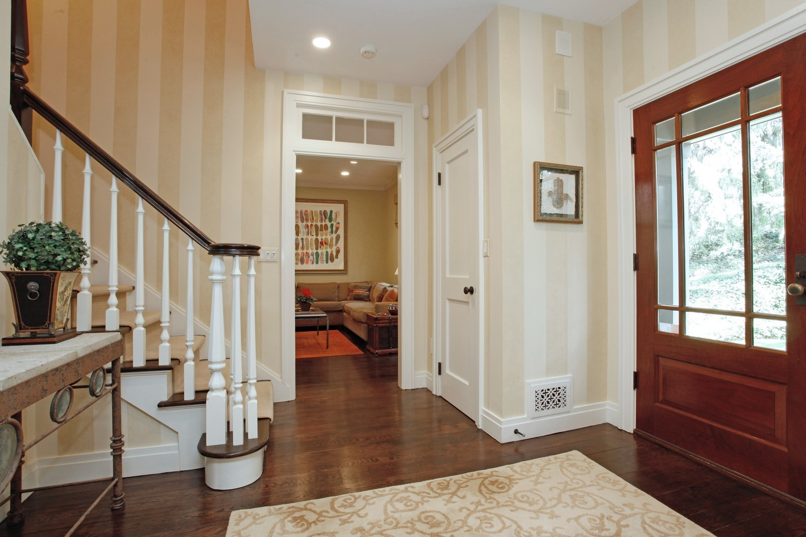 Real Estate Photography - 30 Hadden Rd, Scarsdale, NY, 10583 - Entryway