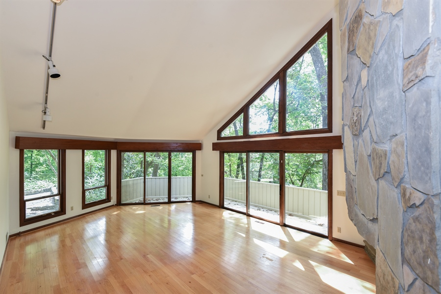 Real Estate Photography - 185 River North Ct, Sandy Springs, GA, 30328 - Living Room