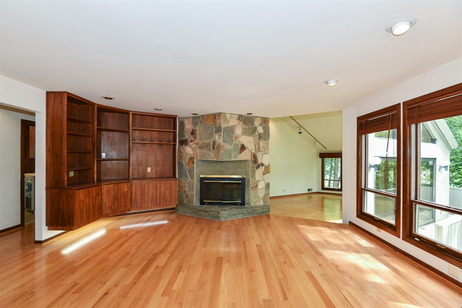 Real Estate Photography - 185 River North Ct, Sandy Springs, GA, 30328 - Living Rm/Family Rm