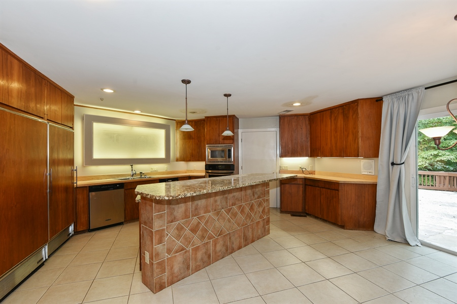 Real Estate Photography - 185 River North Ct, Sandy Springs, GA, 30328 - Kitchen
