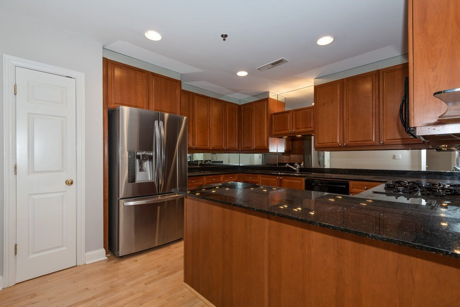 Real Estate Photography - 1735 Peachtree St, #331, Atlanta, GA, 30309 - Kitchen