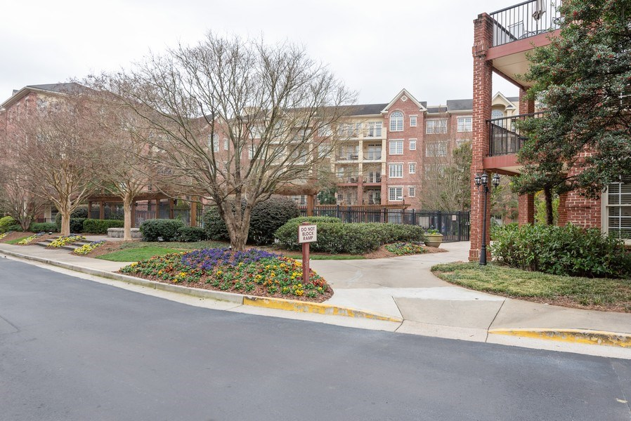 Real Estate Photography - 1735 Peachtree St, #331, Atlanta, GA, 30309 - Front View