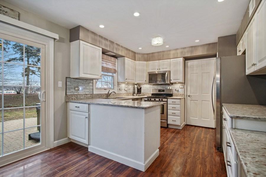 Real Estate Photography - 846 W Partridge Dr, Palatine, IL, 60067 - Kitchen