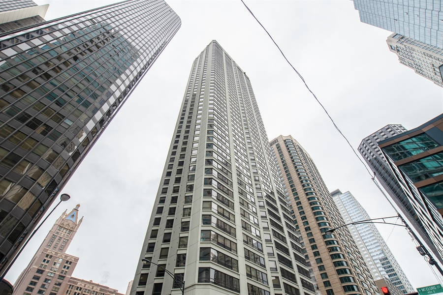 Real Estate Photography - 400 Ohio St, 2004, Chicago, IL, 60654 - Front View