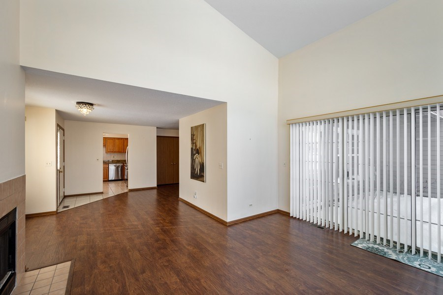 Real Estate Photography - 785 W Happfield Dr, 785, Arlington heights, IL, 60004 - Living Room
