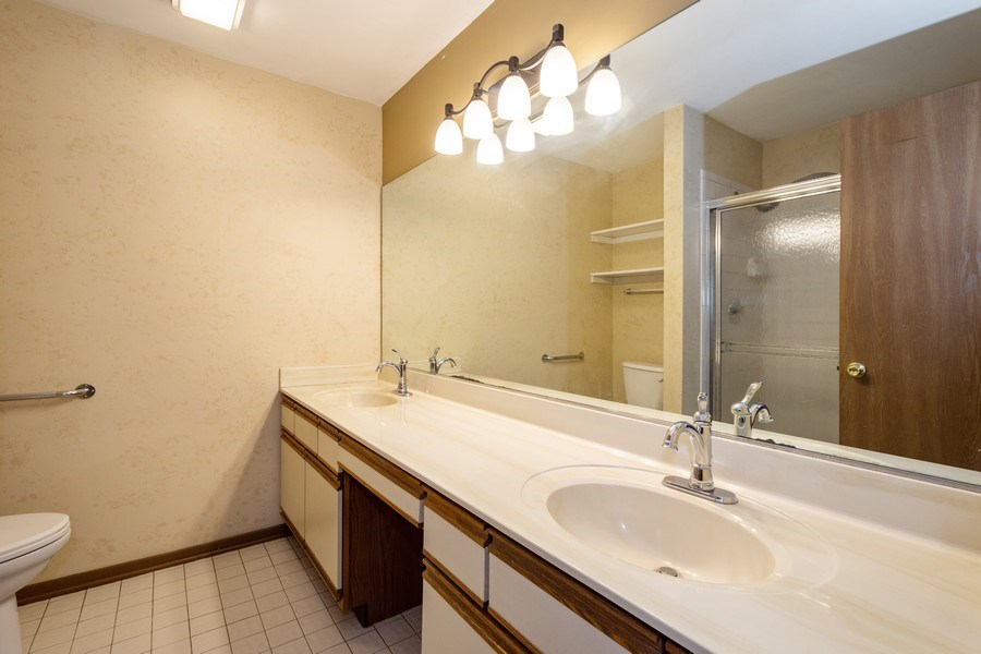 Real Estate Photography - 785 W Happfield Dr, 785, Arlington heights, IL, 60004 - Master Bathroom