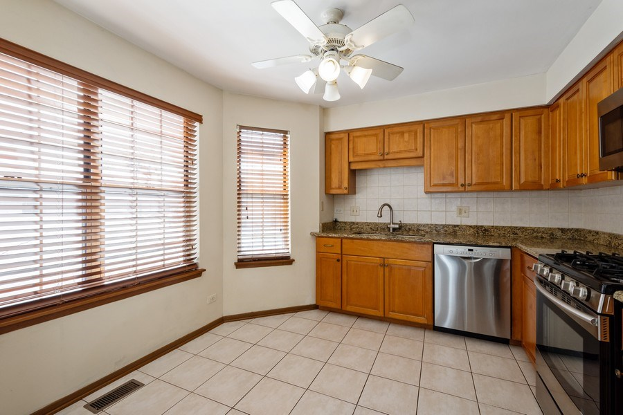Real Estate Photography - 785 W Happfield Dr, 785, Arlington heights, IL, 60004 - Kitchen / Breakfast Room