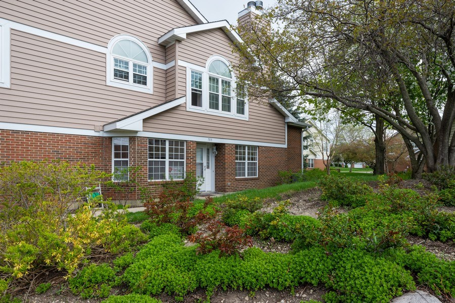 Real Estate Photography - 785 W Happfield Dr, 785, Arlington heights, IL, 60004 - Front View