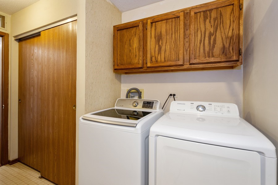 Real Estate Photography - 785 W Happfield Dr, 785, Arlington heights, IL, 60004 - Laundry Room
