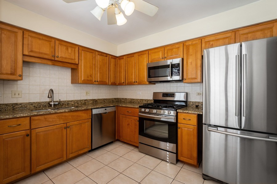 Real Estate Photography - 785 W Happfield Dr, 785, Arlington heights, IL, 60004 - Kitchen