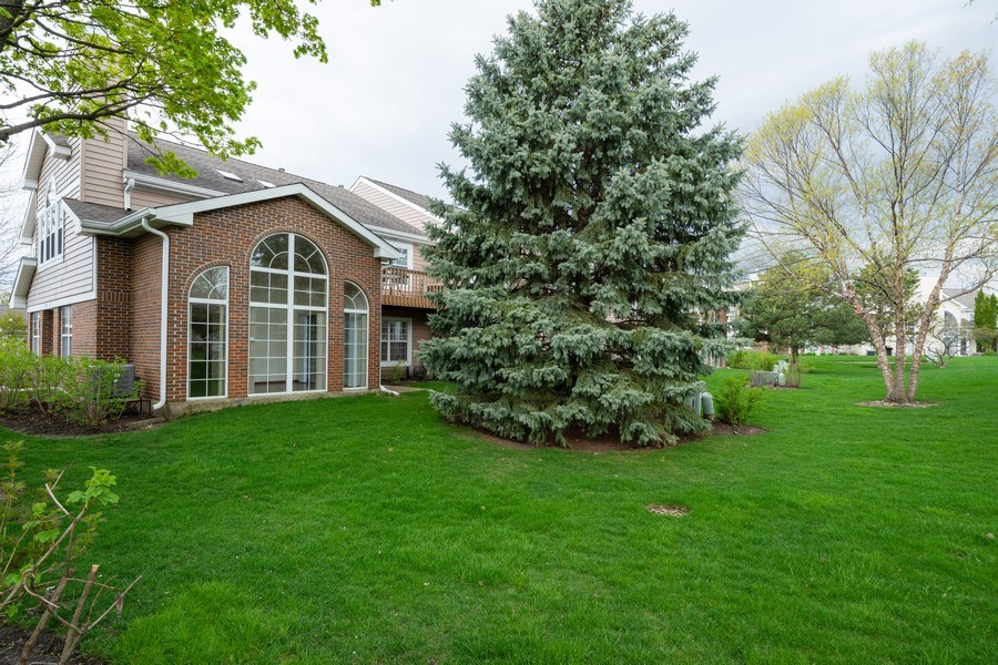 Real Estate Photography - 785 W Happfield Dr, 785, Arlington heights, IL, 60004 - Rear View
