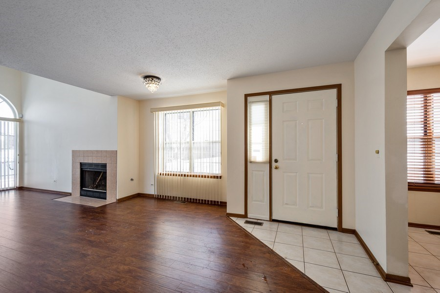 Real Estate Photography - 785 W Happfield Dr, 785, Arlington heights, IL, 60004 - Entryway