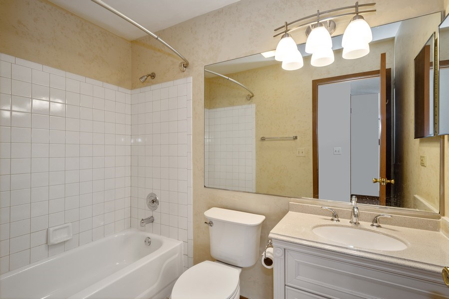 Real Estate Photography - 785 W Happfield Dr, 785, Arlington heights, IL, 60004 - 2nd Bathroom