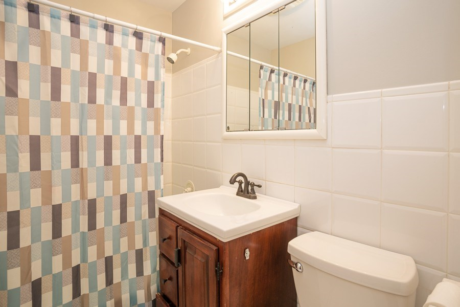 Real Estate Photography - 126 S Dwyer St, Arlington Heights, IL, 60005 - 2nd Bathroom