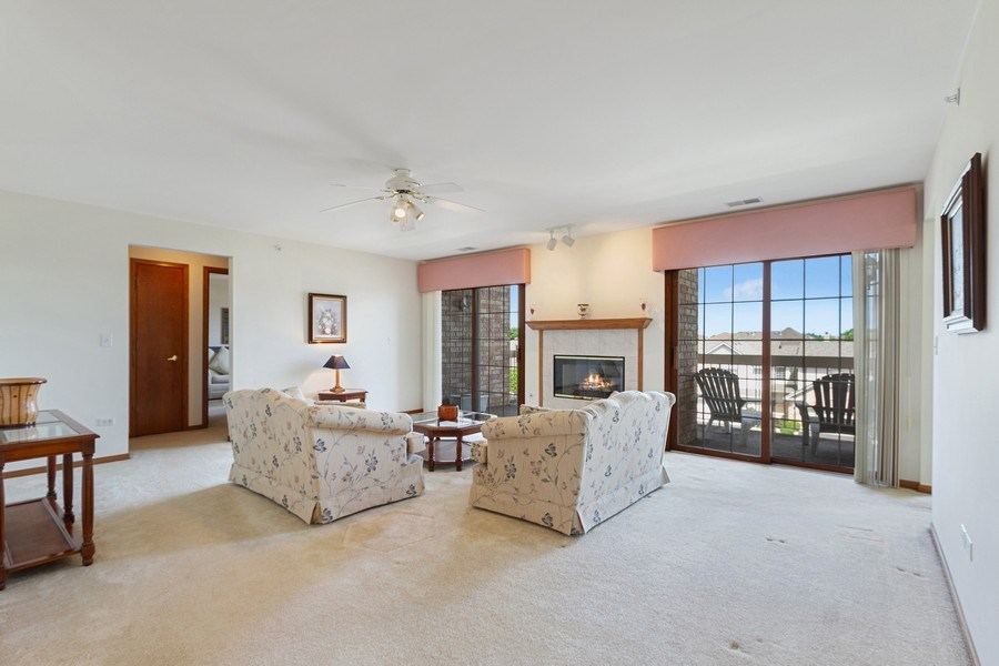 Real Estate Photography - 7775 Bristol Park Dr, Unit 3NW, Tinley Park, IL, 60477 - Living Room