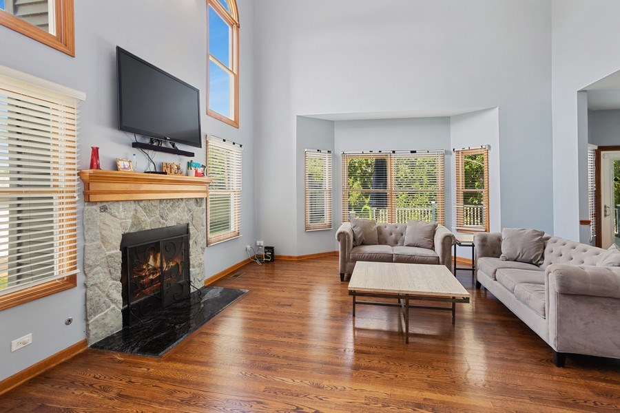 Real Estate Photography - 6N734 Pine st, Bensenville, IL, 60106 - Living Room