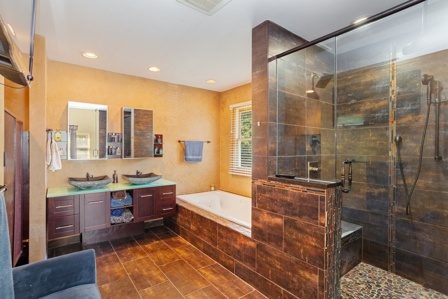 Real Estate Photography - 6N734 Pine st, Bensenville, IL, 60106 - Master Bathroom