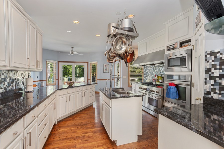 Real Estate Photography - 6N734 Pine st, Bensenville, IL, 60106 - Kitchen