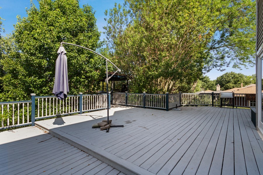 Real Estate Photography - 6N734 Pine st, Bensenville, IL, 60106 - Deck
