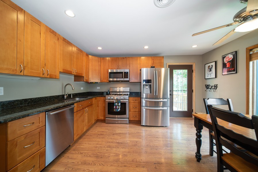 Real Estate Photography - 543 Blackhawk Dr, Lake in the Hills, IL, 60156 - Kitchen