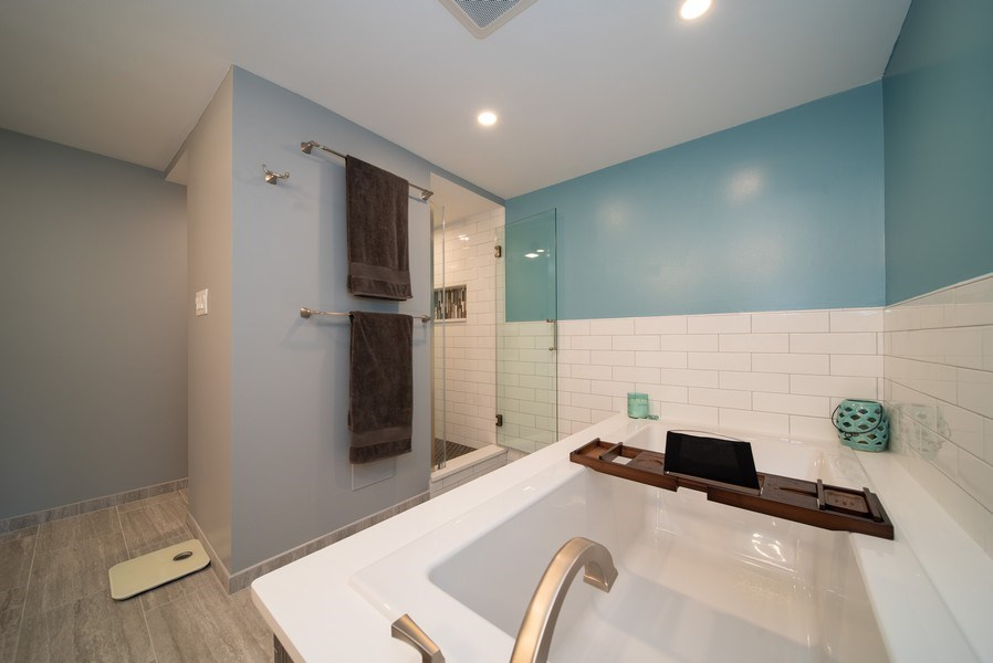 Real Estate Photography - 543 Blackhawk Dr, Lake in the Hills, IL, 60156 - Master Bathroom