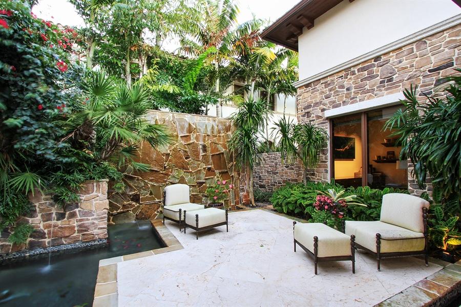 Real Estate Photography - 118 Clipper Lane, Jupiter, FL, 33477 - Courtyard