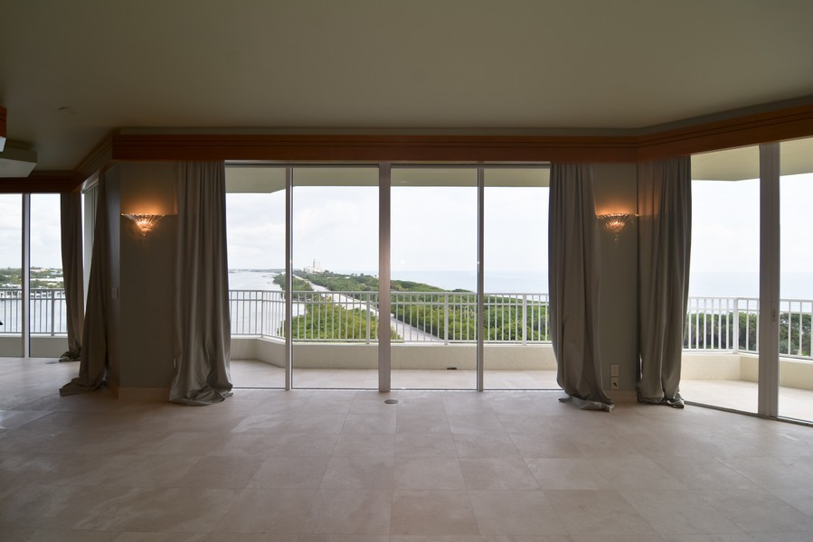 Real Estate Photography - 425 Beach Road, 7-O, Jupiter Island, FL, 33469 - Living Room