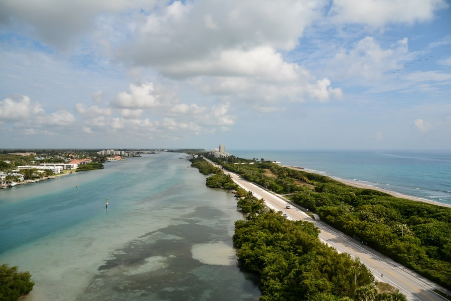 Real Estate Photography - 425 Beach Road, 7-O, Jupiter Island, FL, 33469 - Roof