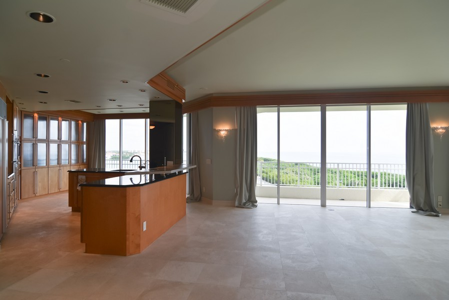 Real Estate Photography - 425 Beach Road, 7-O, Jupiter Island, FL, 33469 - Kitchen / Dining Room