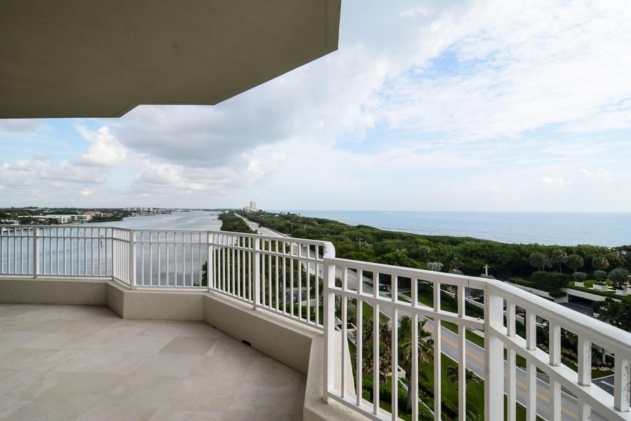 Real Estate Photography - 425 Beach Road, 7-O, Jupiter Island, FL, 33469 - Balcony