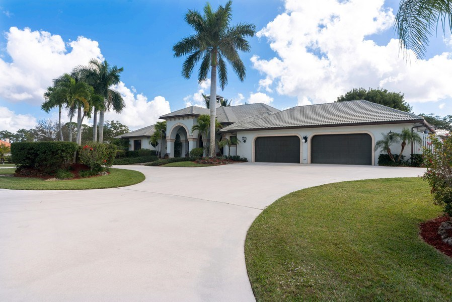 Real Estate Photography - 11208 88th Rd N, Palm Bch Gdns, FL, 33412 - Side View