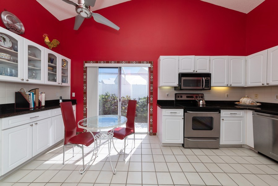 Real Estate Photography - 13 Elgin Ln, Palm Bch Gdns, FL, 33418 - Kitchen / Breakfast Room
