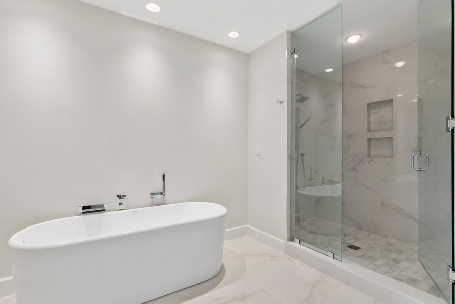 Real Estate Photography - 2720 Donald Ross Rd, Unit 502, Palm Beach Gardens, FL, 33410 - Master Bathroom