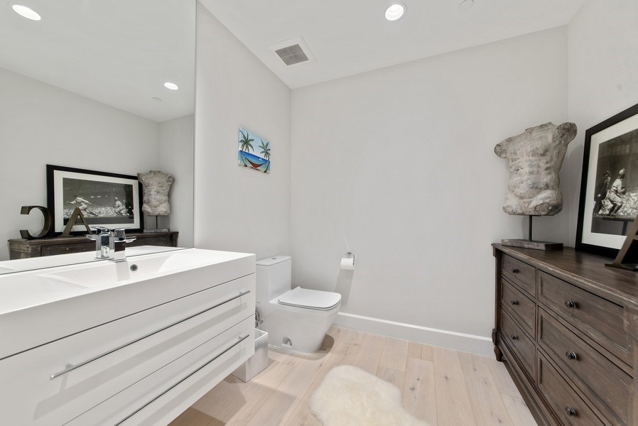 Real Estate Photography - 2720 Donald Ross Rd, Unit 502, Palm Beach Gardens, FL, 33410 - Bathroom